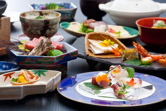 【冬の味覚】旬の松葉蟹に神戸牛 絶品!冬の上撰懐石を特別価格で
