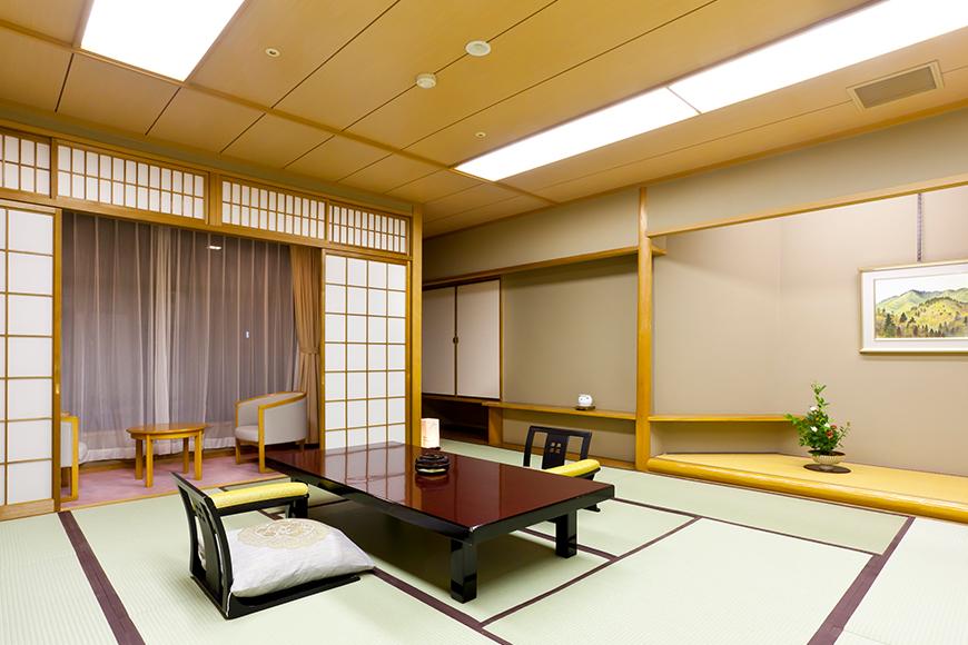 西館 6階客室(寛ぎの本間+広縁)
