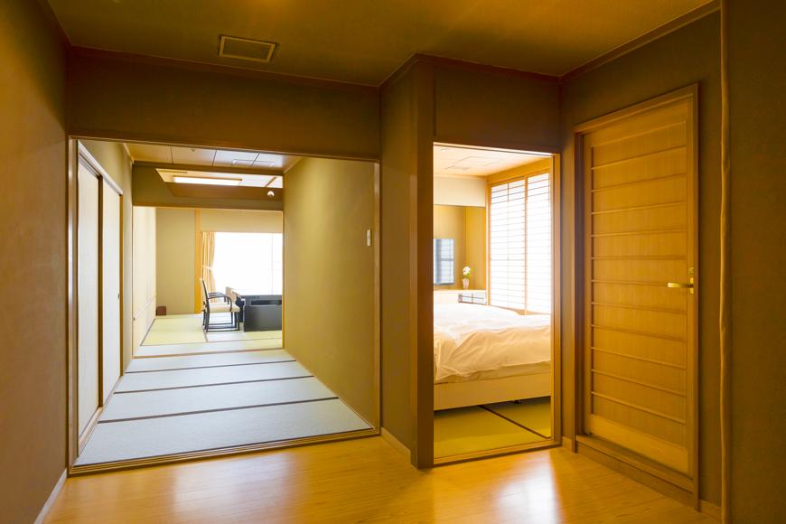 西館 6階客室(ベッドのある二間客室)