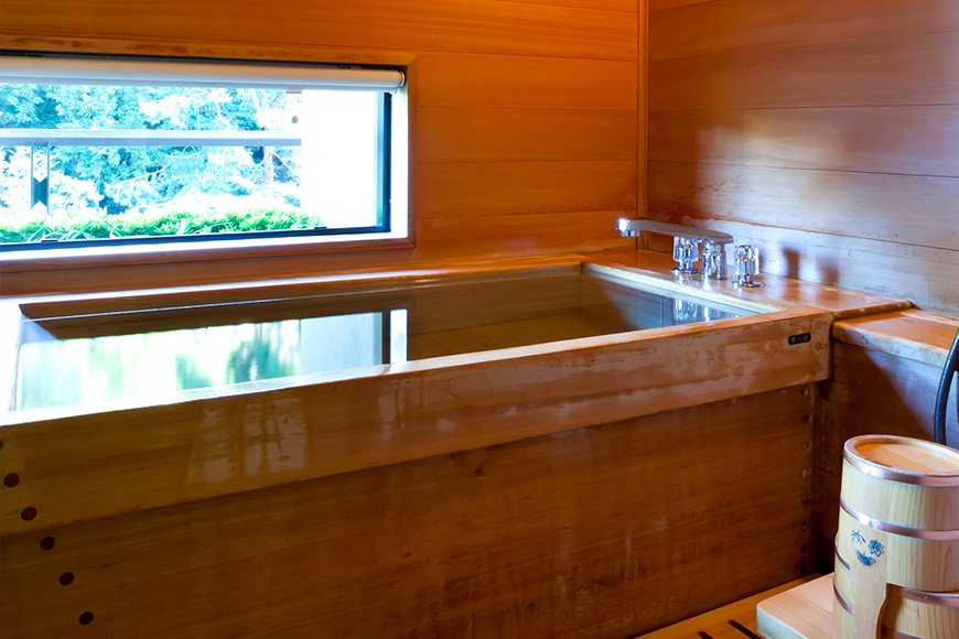西館 貴賓室(檜の内風呂-1)